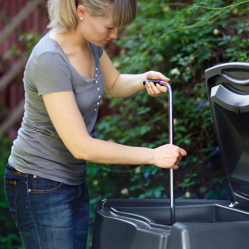 Kekkilä Kompostin sekoitussauva käytössä